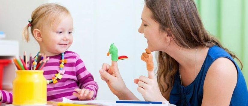 Πότε πρέπει να επισκεφτεί ένα παιδί έναν λογοθεραπευτή για μια αξιολόγηση;